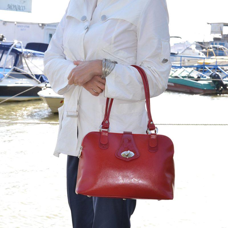 geanta eleganta din piele box rosie cu accesorii nichel